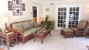 Wohnzimmer mit Rattanmöbel